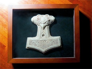Jivotica-Mjolnir-stone_case